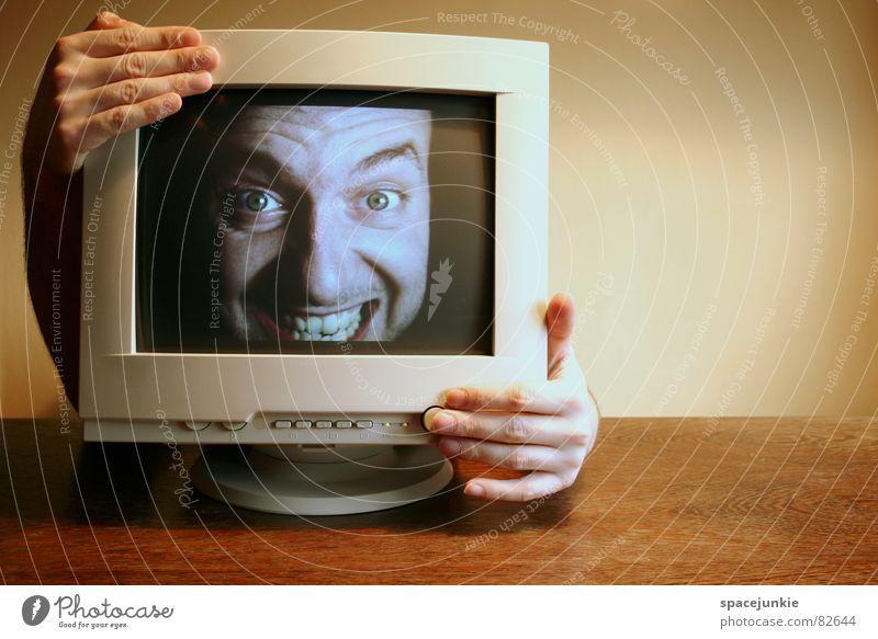 Switch off ausschalten Bildschirm Hand Tisch skurril Freak aktivieren Schalter seltsam booten Internet Computer Gesicht Büroarbeit Versteck Beginn Hacker