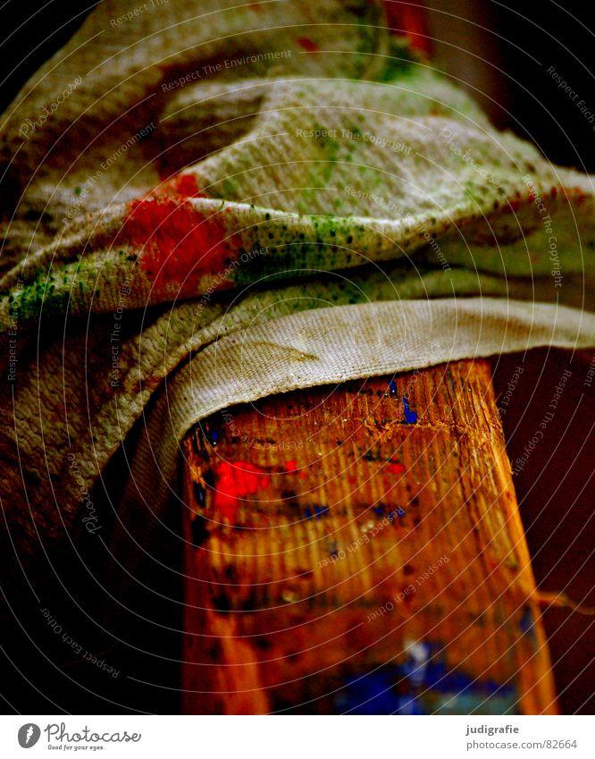 Arbeit grün blau rot Farbe Arbeit & Erwerbstätigkeit Holz dreckig Aktion Freizeit & Hobby Beruf Reinigen streichen Handwerk Anstreicher Tuch Haushalt