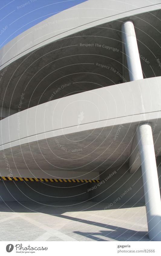 Ufo 3 Parkhaus abstrakt formal Beton Rampe Spirale Autobahnauffahrt Architektur verrückt