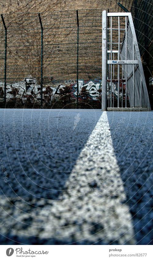 Käfig Blau - Teil III Eckstoß Strafraum Gummiboden Geometrie Pfosten grau Streifen Strukturen & Formen abstrakt Sport Mosaik diagonal Ecke eckig quer Spielfeld