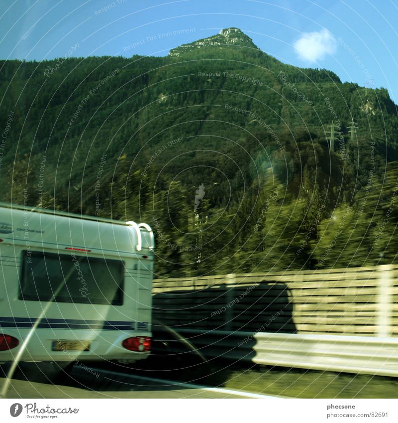 Caravan Beings Sommer Ferien & Urlaub & Reisen Straße Berge u. Gebirge Verkehr Autobahn Wohnwagen Gefolgsleute
