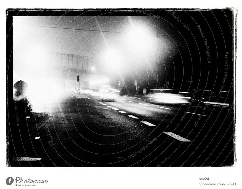 Rush Hour Berufsverkehr Verkehr Autobahn Asphalt Nacht Morgen dunkel Licht schwarz Verkehrsmittel Verkehrswege Fahrzeug Reflexion & Spiegelung Straßenbelag