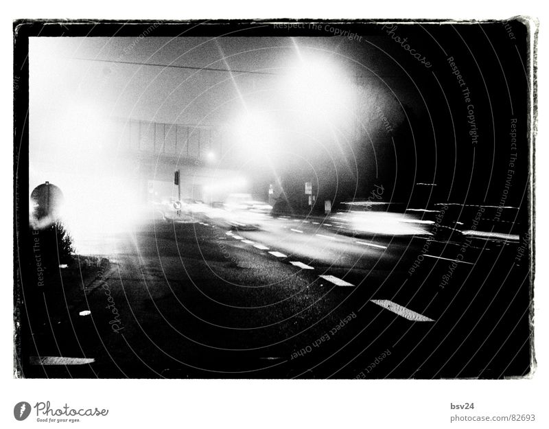 Rush Hour schwarz Straße dunkel PKW Straßenverkehr Verkehr trist Asphalt Autobahn Verkehrswege Fahrzeug Ampel Straßenbelag Straßenkreuzung Verkehrsmittel