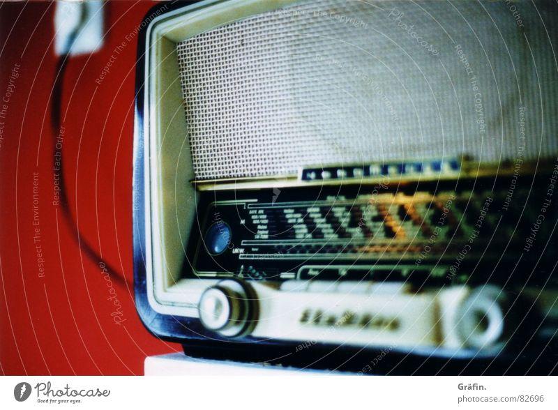 radio star I Küche rot Unschärfe Wand Regal Radiogerät Lied Bücherregal Rundfunksendung bord Rundfunkgerät Musik Kabel Technik & Technologie radioempfänger