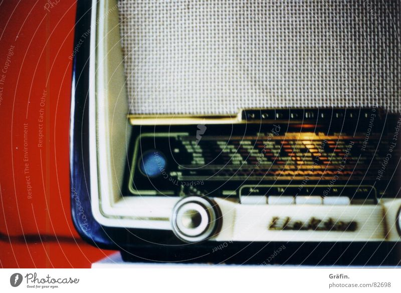 radio star II Küche rot Unschärfe Wand Regal Radiogerät Lied Bücherregal Rundfunksendung bord Rundfunkgerät Musik Kabel Technik & Technologie radioempfänger