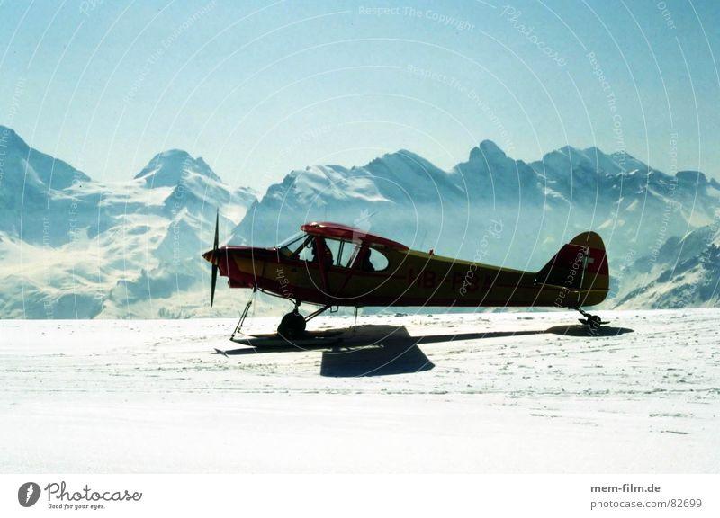 bergflug Flugzeug Gegenlicht Ferien & Urlaub & Reisen Fluggerät Passagierflugzeug Pilot Wolken Freizeit & Hobby Abenteuer Flugsportarten Maschine Ereignisse