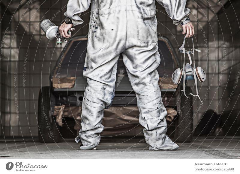 Lackierer Gesundheitswesen Beruf Handwerker Anstreicher Arbeitsplatz Lackierkabine Industrie Mensch 1 Fahrzeug PKW Oldtimer Sportwagen Arbeitsbekleidung