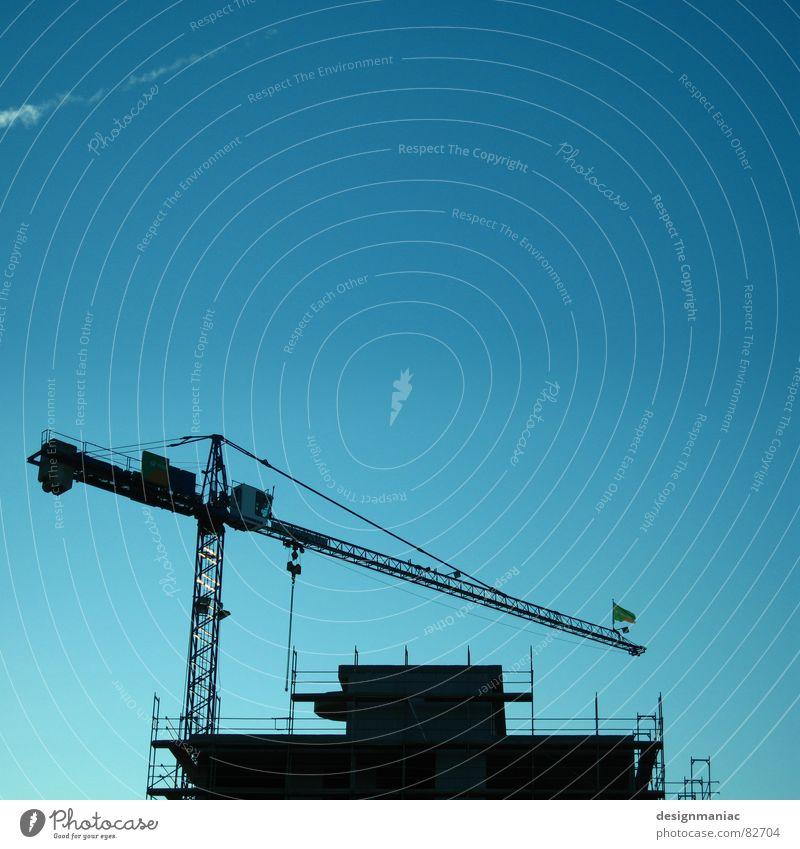 Durch dick und dünn. Himmel blau Haus schwarz Wolken kalt Arbeit & Erwerbstätigkeit oben Business Deutschland groß verrückt Europa Industrie Macht Baustelle