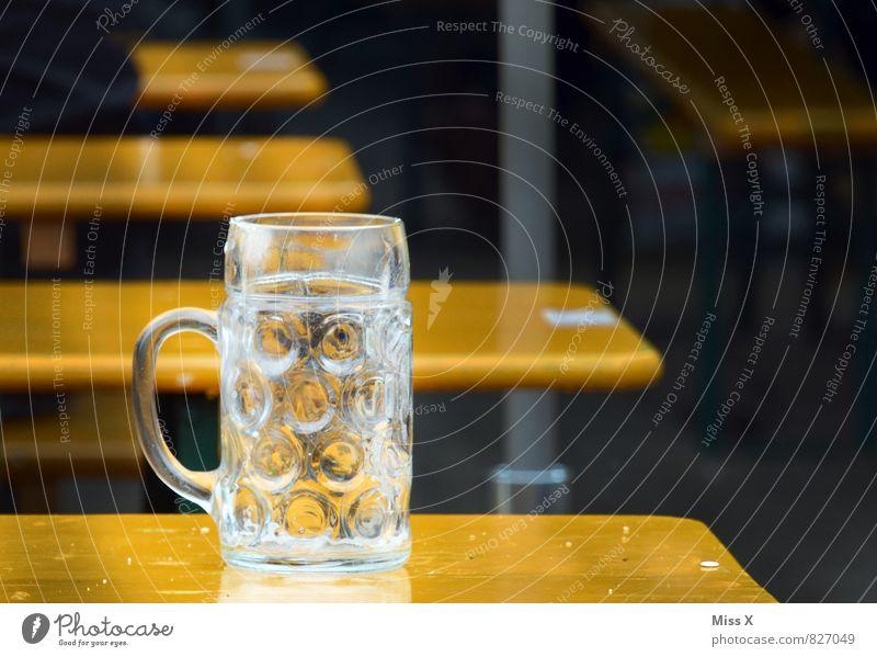 leer zapft is Getränk Alkohol Bier Glas Veranstaltung Restaurant ausgehen Feste & Feiern trinken Oktoberfest Jahrmarkt Hemmungslosigkeit Alkoholsucht Bierbank