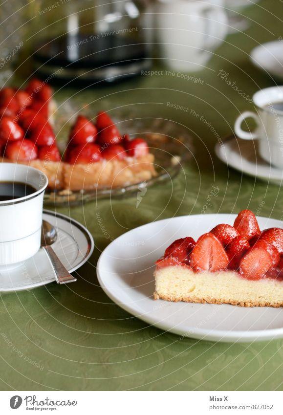 Kuchentag Lebensmittel Dessert Ernährung Kaffeetrinken Büffet Brunch Festessen Getränk Heißgetränk Feste & Feiern Geburtstag lecker süß Erdbeertorte Erdbeeren