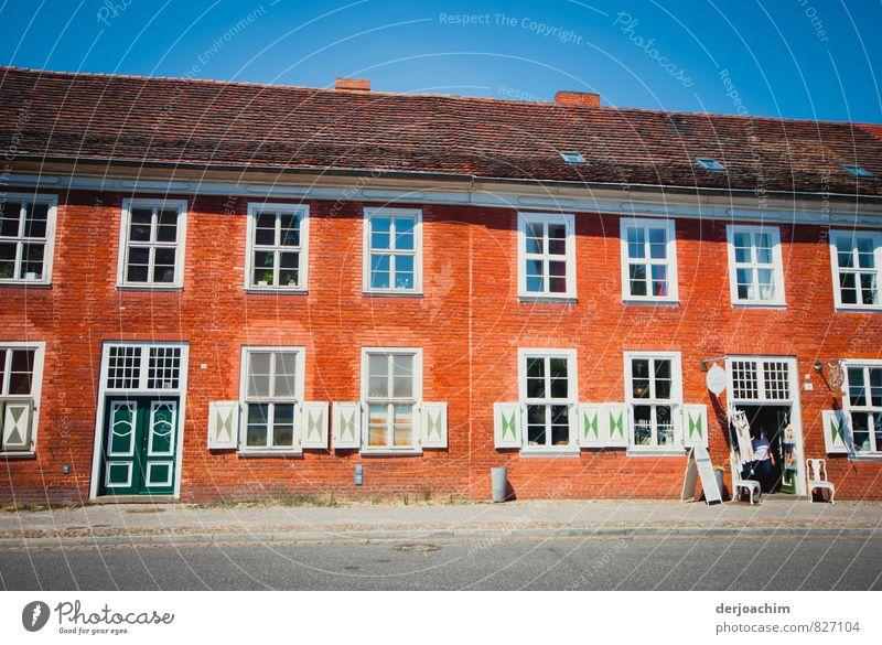 Flaniermeile Mensch Stadt grün weiß Sommer Erholung Haus Erwachsene Holz außergewöhnlich Deutschland maskulin orange Glas ästhetisch Ausflug