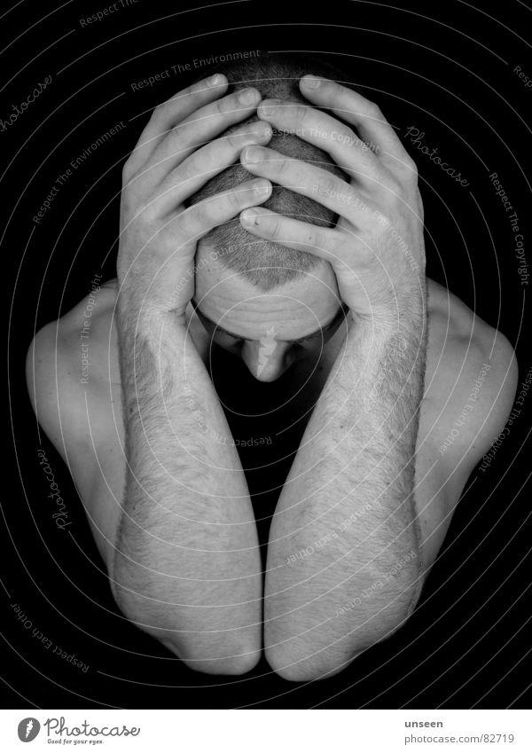 barred indoors Gesicht Mann Erwachsene Kopf Arme Hand Finger dunkel schwarz Einsamkeit Verzweiflung Perspektive Kerl verloren Typ Schwarzweißfoto Ellenbogen