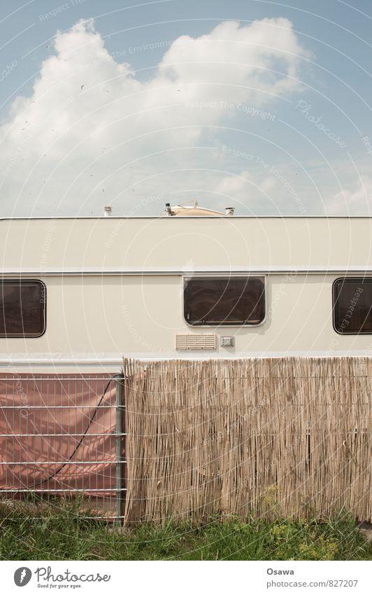 Endlich Urlaub Himmel Ferien & Urlaub & Reisen Sommer Erholung Wolken Fenster Freiheit Freizeit & Hobby Häusliches Leben Zaun Barriere Camping Wohnwagen Spießer