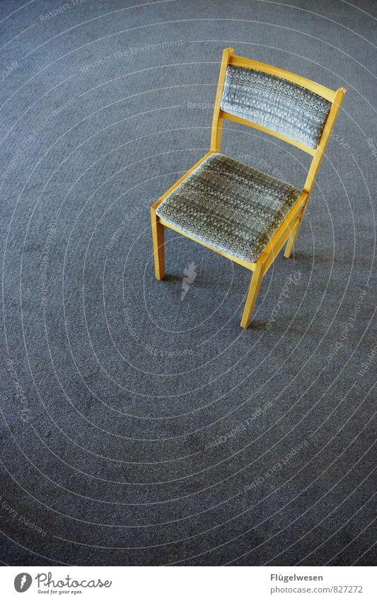 Stuhlgang Innenarchitektur Freizeit & Hobby Wohnung Häusliches Leben Kot Teppich einrichten hocken Sessel Stuhllehne Polster Auslegware Stuhlreihe Stuhlbein