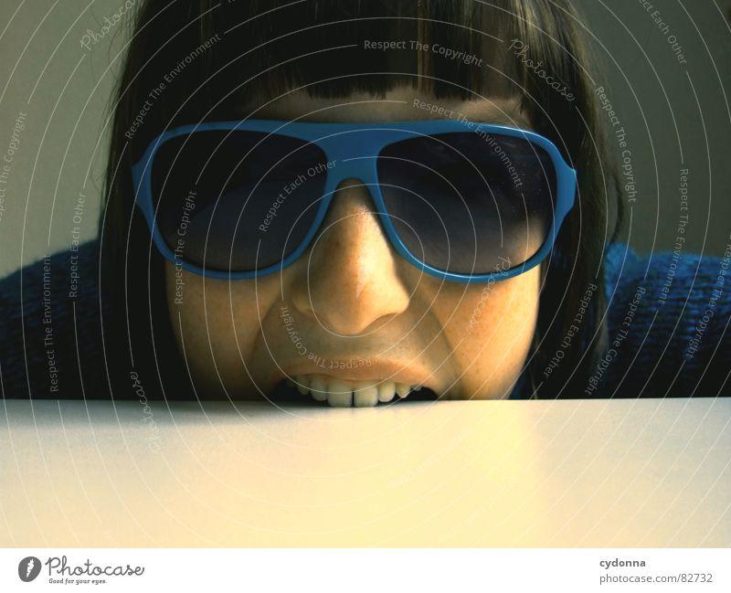 Selbstauslöser gefunden! II Frau Mensch blau Gesicht dunkel Gefühle Stil Haare & Frisuren Kopf Mund Raum Mode Glas Nase Bekleidung