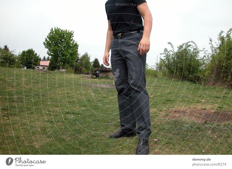 rumstehen Mann Natur Erholung T-Shirt Hose Langeweile