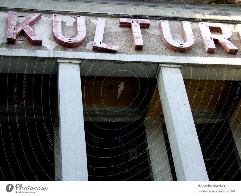 Kulturruine Ruine Haus Palast schäbig Verfall Detailaufnahme Architektur verfallen Kulturhaus Säule DDR Wandel & Veränderung Ende aus und vorbei