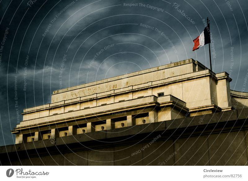 palais de chaillot Himmel Stadt blau Wolken dunkel Stimmung Kunst gefährlich Tourismus bedrohlich fantastisch gruselig Paris Frankreich historisch