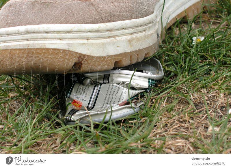Dosenpfand ? Natur Schuhe Rasen kaputt Dose Zerstörung Kosten Pfand Dosenpfand
