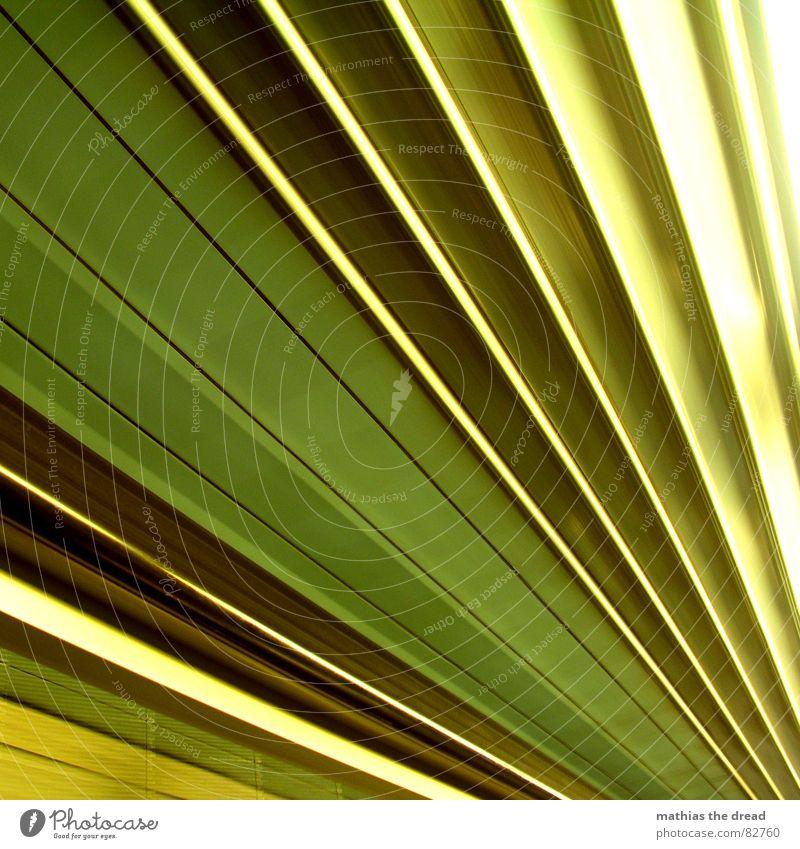 fächer Aktion Geschwindigkeit Streifen Licht Rolltreppe Bahnhof vorbei laufend spitzwinklig fahren Bewegung Rasen Fuge Ecke Beleuchtung Fliesen u. Kacheln