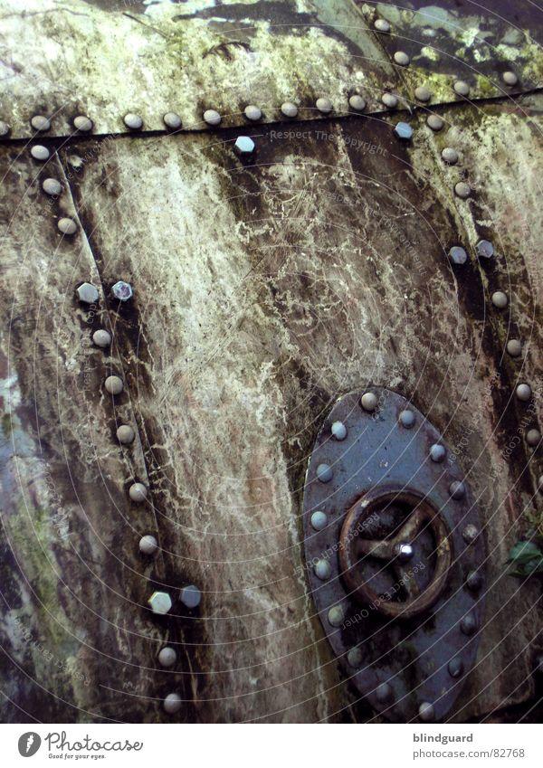 Nautilus alt Wetter dreckig Hintergrundbild Industrie verfallen Stahl schäbig Eisen Schraube Niete Luke U-Boot Kurbel