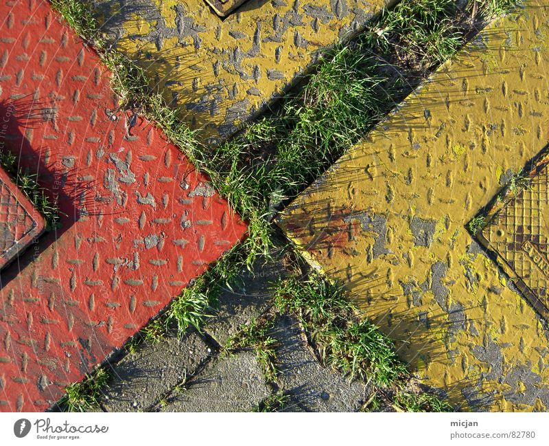 Tetris-Torte grün Pflanze rot gelb Gras grau Stein Metall mehrere Ecke Rasen Boden Bodenbelag Spitze gebrochen Verkehrswege