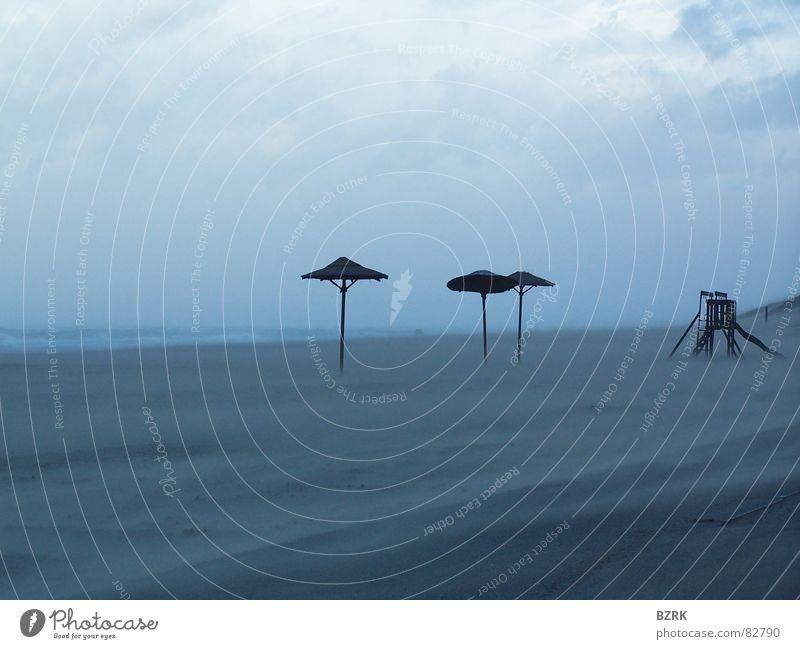Sturm am Strand 2 Sonnenschirm Meer storm Sand parasol Wetterschutz Wind