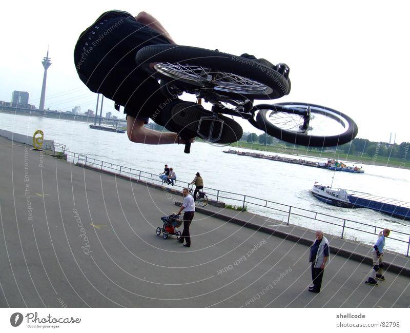 Yeahh Mensch Freude Sport Düsseldorf Rhein Nordrhein-Westfalen BMX Fahrrad Rheinturm Air