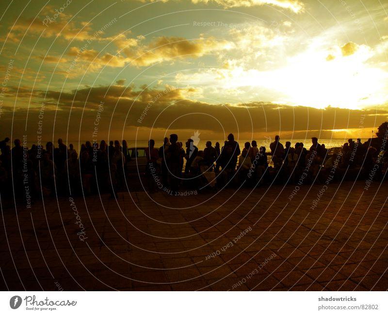 Playa umgänglich Strand Meer Wolken grün gelb Bla rot Mensch Publikum Licht Sonnenlicht Meerwasser Küste Leude Himmel sitzen Silhouette Wasser Insel