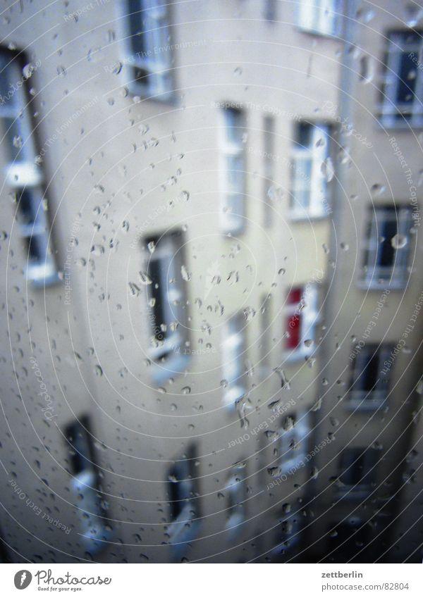 Regen Wasser Haus Fenster Regen Wetter Wohnung Glas Klima Wassertropfen Etage Fensterscheibe Klimawandel Malediven schlechtes Wetter Mieter Stadthaus