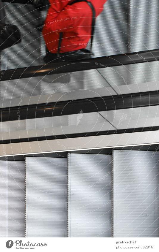 up and down Ladengeschäft Rolltreppe Durchgang Kaufhaus Bewegung rot Mensch hoch abwärts Glas Arbeit & Erwerbstätigkeit Freizeit & Hobby Treppe
