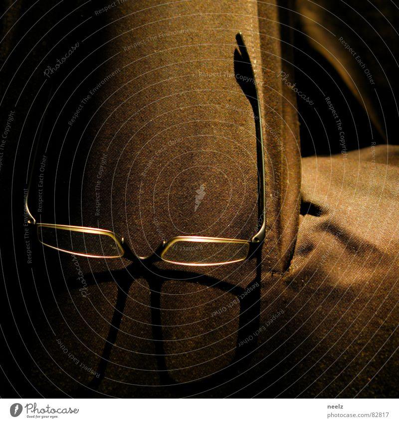 Leseecke lesen Brille Sofa schwarz gemütlich begutachten Ruhemöbel angenehm Kanapee Liege Glas heimelig lernen schön Bildung Kunst Kultur Kommunizieren