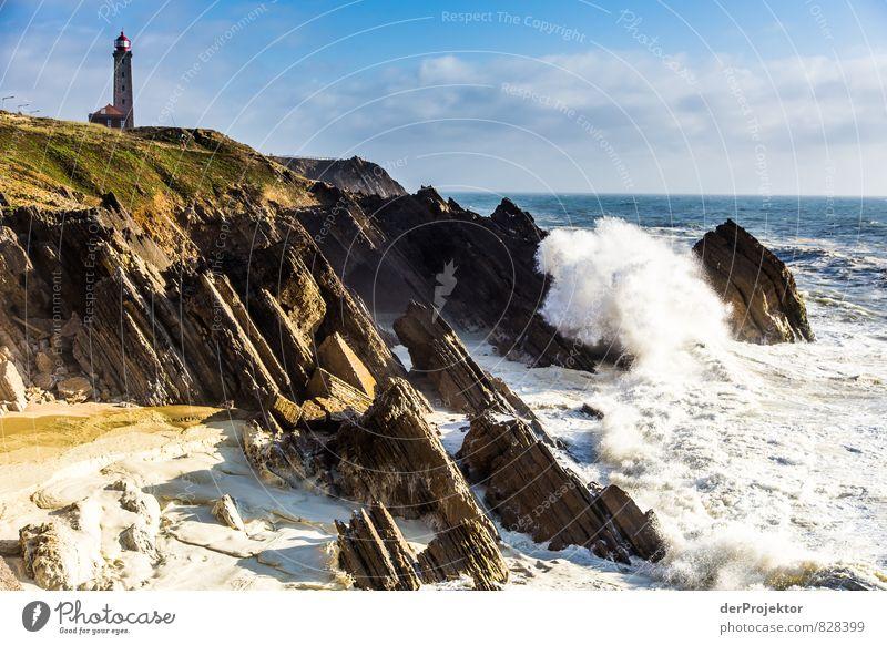 Leuchtturm in Sao Pedro de Muel in Portugal mit Megawelle Ferien & Urlaub & Reisen Tourismus Ausflug Freiheit Sommer Sommerurlaub Umwelt Natur Landschaft