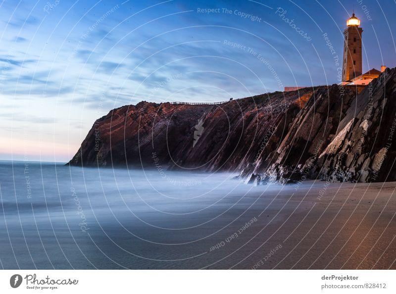 Leuchtturm in Sao Pedro de Muel in der blauen Stunde Natur Ferien & Urlaub & Reisen Wasser Meer Landschaft Freude Strand Umwelt Gefühle Küste Freiheit Glück