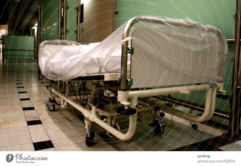 Der nächste bitte Tod Gesundheit Bett Sauberkeit Liege rein Arzt Krankheit Krankenhaus gebrochen Flur Decke Verschiedenheit Kissen fertig Rolle
