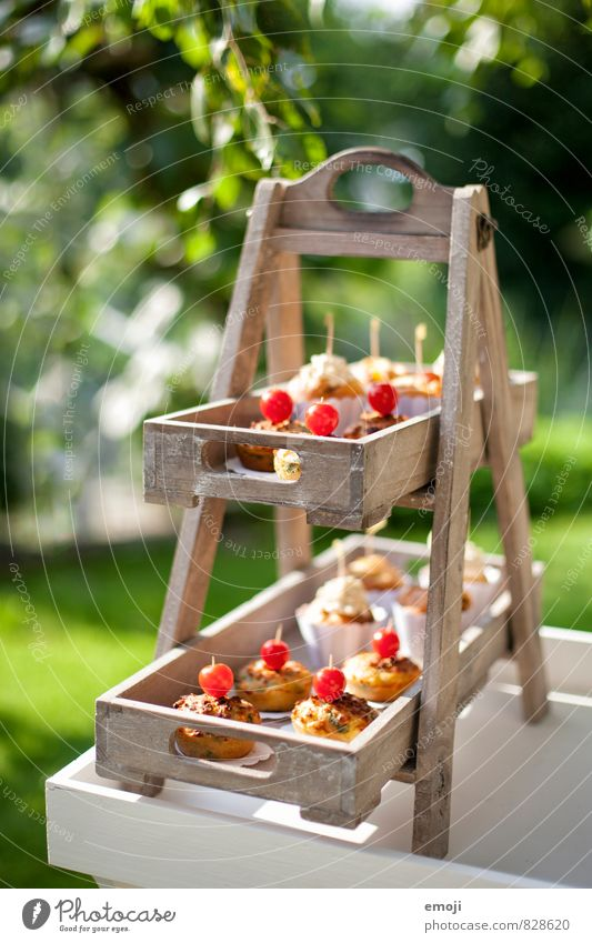 Kleinigkeiten Teigwaren Backwaren Dessert Süßwaren Ernährung Picknick Natur lecker süß Cupcake Muffin Farbfoto Außenaufnahme Menschenleer Tag