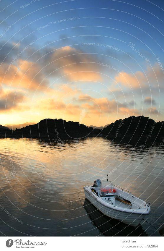 Boot See Süd-Norwegen Wasserfahrzeug Sonnenuntergang Abenddämmerung Reflexion & Spiegelung Wolken Dämmerung Umwelt Wildnis Fischerboot Schäre Landschaft