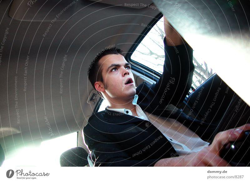 Raser Mann PKW Mund Geschwindigkeit fahren Rasen offen Kerl erstaunt