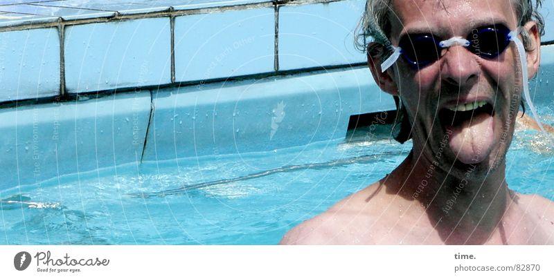 Cool im Pool - I Mann blau Wasser Sommer Freude Gesicht Erwachsene kalt Sport Spielen grau Schwimmen & Baden nass Nase frisch Coolness