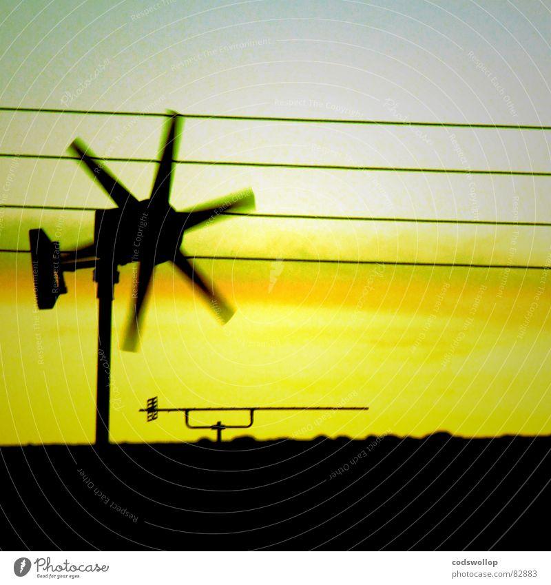 öko tv grün Kraft Kraft Kabel Dach Netz Sauberkeit Wissenschaften Windkraftanlage Abenddämmerung Antenne Leitung klug retten Wiedervereinigung Drehung