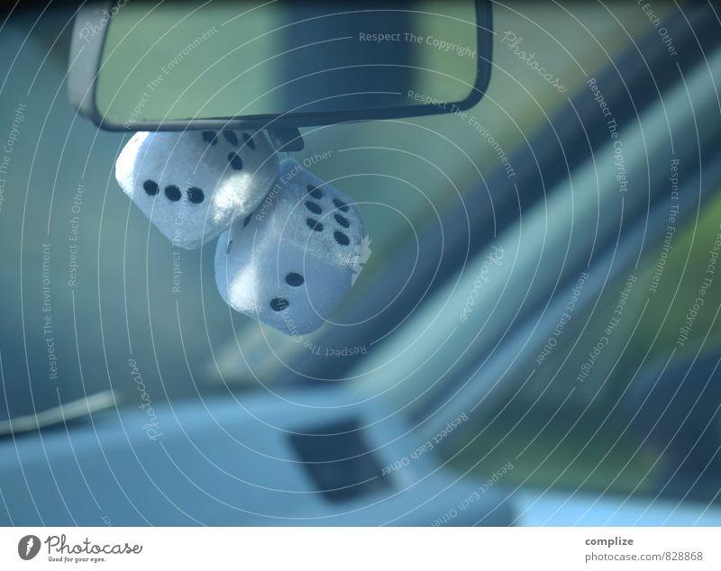 Spieler Ferne Straße Spielen Glück Freiheit PKW Verkehr Erfolg gefährlich Coolness Unendlichkeit fahren Verkehrswege Würfel Fahrzeug Autofahren