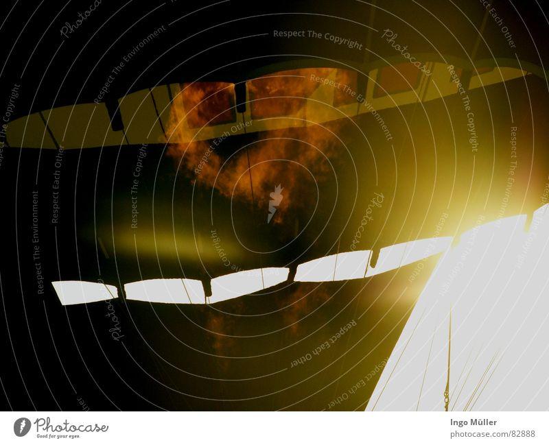 ganz schon heiß Himmel Sonne Sommer Wolken Wärme Luft Kunst Stimmung Beleuchtung Brand Flugzeug Tourismus Luftverkehr beobachten Physik
