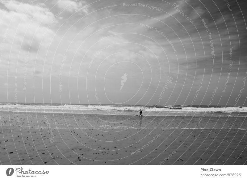 Am Meer Mensch Himmel Natur Ferien & Urlaub & Reisen weiß Wasser Sommer ruhig Strand Ferne schwarz Küste Schwimmen & Baden Glück Gesundheit