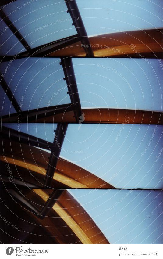Nr. 50 Holzgestell Wellen Lomografie Bauwerk Dach Bruchteile Kanton Bern supersampler Holzbauweise Glas Bahnhof Himmel Schönes Wetter zerschnitten Abfluss