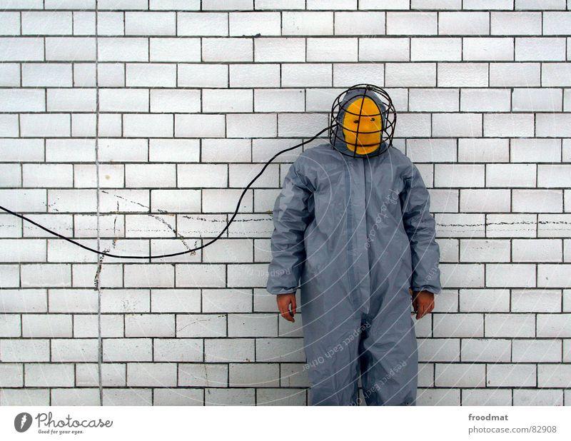 grau™ - verkabelt rot Freude gelb Wand grau Kunst lustig verrückt Kabel Maske Fliesen u. Kacheln Anzug dumm Surrealismus Gummi sinnlos