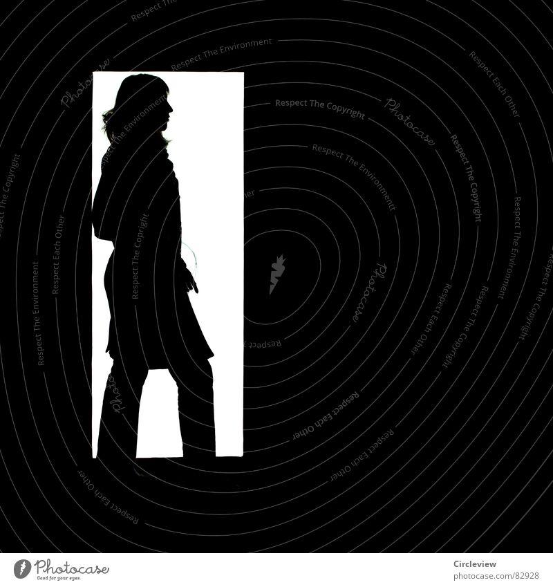 White Light Frau Licht schwarz weiß Mantel hell dunkel Silhouette Schwarzweißfoto Angst Panik
