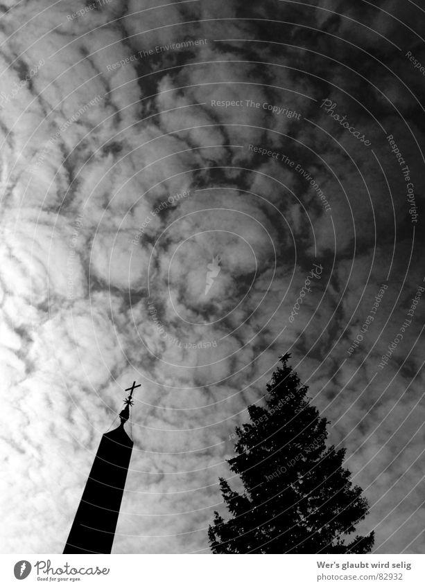 Wolken über Rom mehrere glänzend Petersplatz Chiesa San Pietro Ewigkeit diffus deutlich dunkel bedrohlich schön schlechtes Wetter Ferne Italien Europa Vatikan