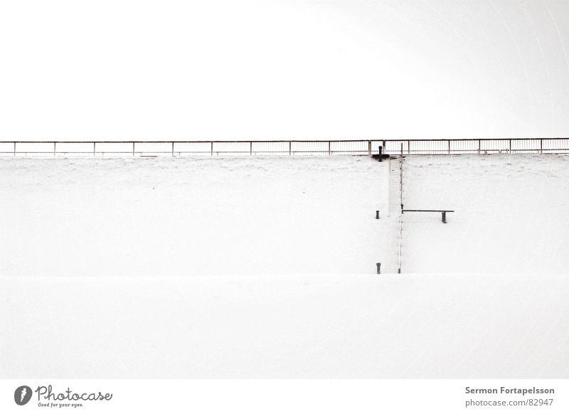 ------|--- Himmel Winter ruhig Einsamkeit kalt Schnee Wand oben Mauer Eis hoch frisch trist Frost Jahreszeiten Geländer