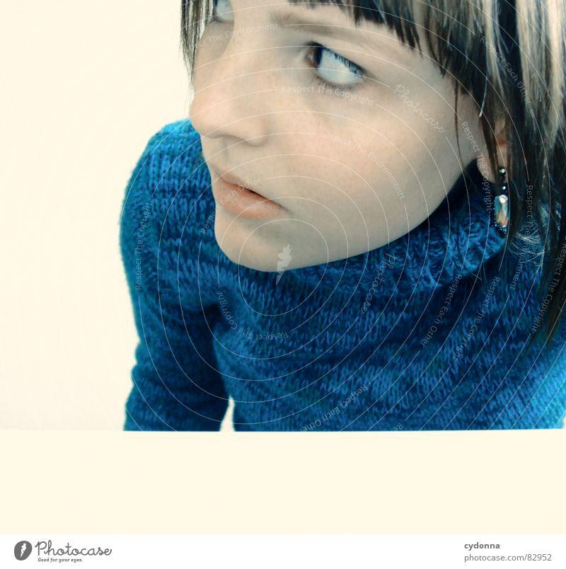 Selbstauslöser gefunden VII Frau Gefühle Haare & Frisuren Stil Porträt Auslöser Spielen Denken Verhalten erschrecken Mensch nachgucken abwägung abgeduckt