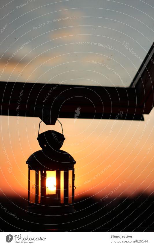 Nachtlicht Sommer Sonne Dekoration & Verzierung Lampe Fenster Erholung genießen Blick orange ruhig Gelassenheit Horizont Idylle Laterne Lichtspiel